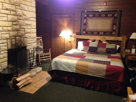 Cabin Cing In Illinois by A King Cabin Room On The Sunset Side Beware The