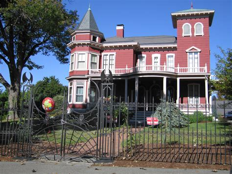 photo of stephen king s home in bangor maine and