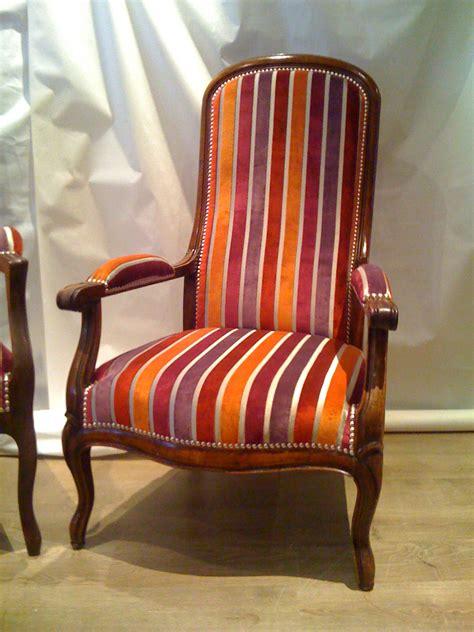 prix d un fauteuil voltaire ancien voltaire ancien et voltaire neuf une paire tendance chic tapissier cr 233 ateur