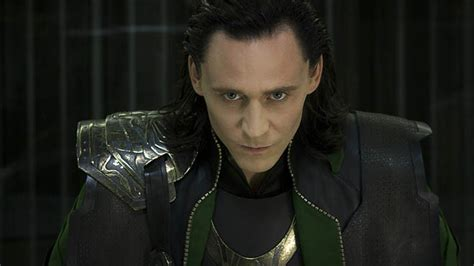 film thor actors watch thor actor tom hiddleston dance and sing man in the