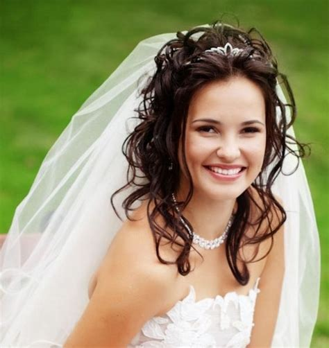 Bridal Hairstyles Hair Tiara Veil by Amazing Wedding Hairstyle With Tiara And Veil Hairzstyle