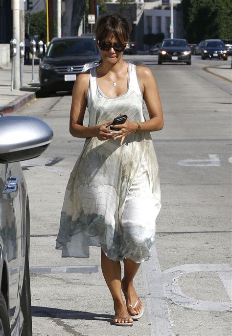 Halle Berry Makes Out With The Ground by Halle Berry Out In West 10 1 2016