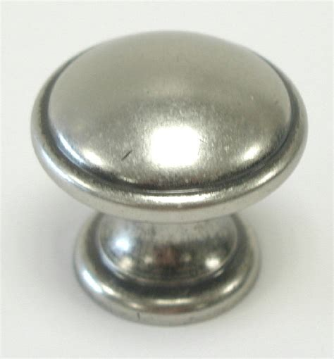 Cabinet Knobs Pewter M1226 Top Knobs Dakota Rounded Cabinet Knob Antique Pewter