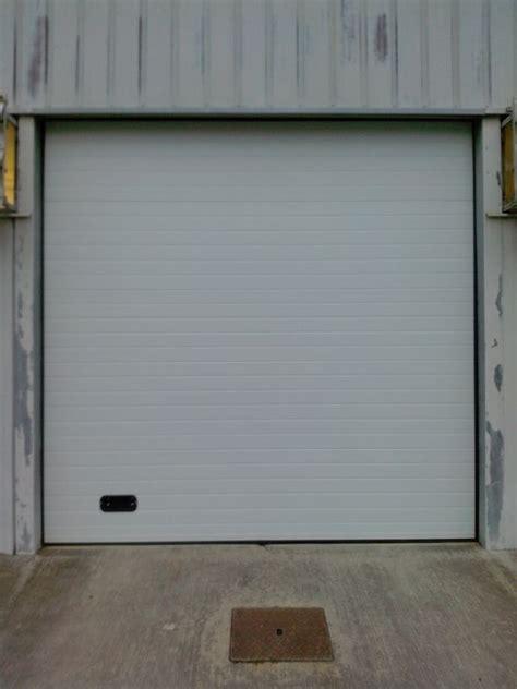 porte de garage sectionnelle la toulousaine porte de garage la toulousaine l univers du pneu