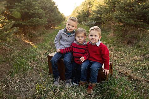 christmas tree farm central il tree farm mini sessions clinton il family mackinaw child photographer