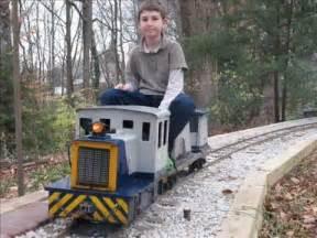 ride on backyard trains live steam garden railway backyard ge 25 diesel switcher