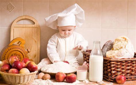 bimbo per cucinare alimentazione quotidiana cucinare insieme ai bambini fa