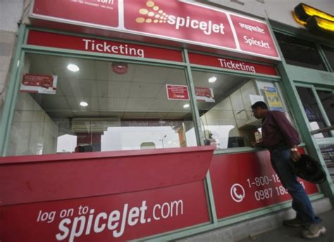 spicejet mobile app spicejet offers 1 lakh tickets at 1 on mobile app sale