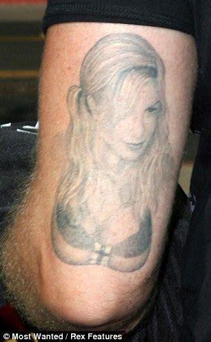 Dean McDermott gets tattoo in 'unbelievably intimate spot