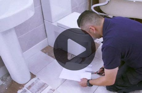 How to tile around a toilet   Wickes.co.uk