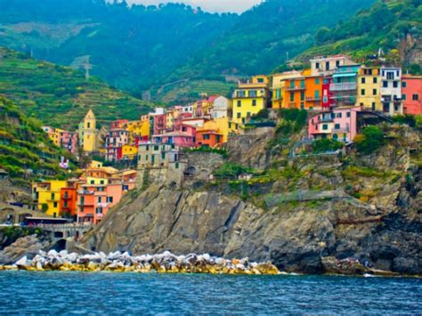 the colorful cliff side town the colorful cliff side town of manarola la spezia