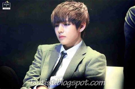 taehyung bts biography kim taehyung bts v profile photos fact bio and more