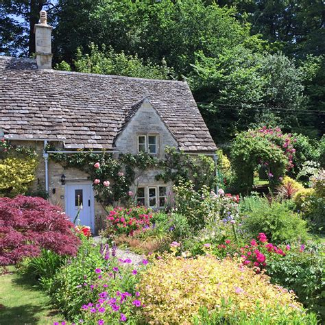 Traditional Cottage Garden Flowers Traditional Homes And Cottage Garden Plants Susan Rushton