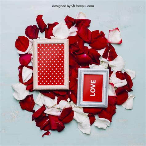 cornici psd mockup di san valentino con cornici e petali scaricare