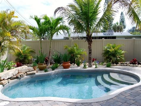 Garden Pool Designs Ideas Maximize The Impact Of Minimal Yards With These Small Garden Small Yard And Small Backyard