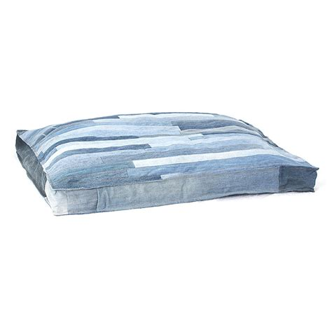guide gear pillow top gusset dog bed 657471 kennels cyrus gusset dog pillow 597460 kennels beds at