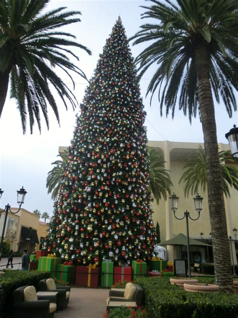 fashion island christmas tree merry for those living in thailand 2011 living thai