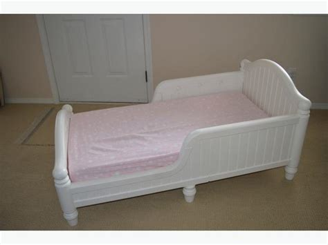 White Plastic Toddler Bed by 46 Graco White Toddler Bed Graco White Plastic Toddler