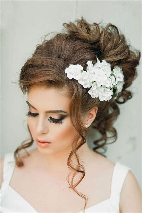 Wedding Hairstyles Hair Wavy by Best 25 Wavy Wedding Hairstyles Ideas On
