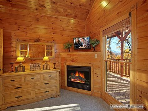 7 bedroom cabins in gatlinburg gatlinburg cabin waterfall lodge 7 bedroom sleeps 30
