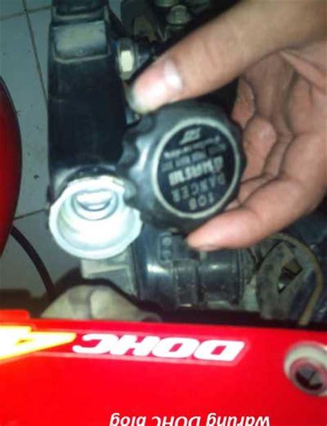 Pembersih Radiator Mobil bengkel papadaan membersihkan radiator atau pendingin mobil