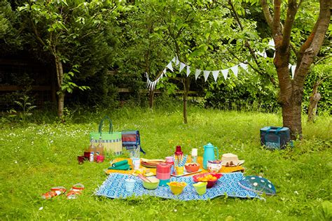 Picnic Gardens by Summer Homes And Gardens Picnic In The Park And