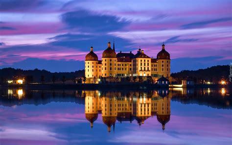 mecz serbia szwajcaria saksonia niemcy zamek moritzburg jezioro noc odbicie