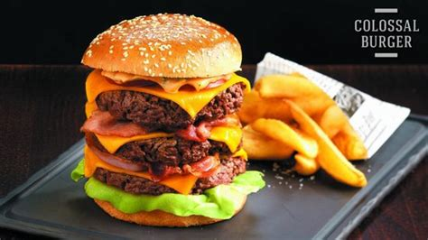 The Colossal Burger Made In Quot Au Bureau Quot Strasbourg Au Bureau Strasbourg