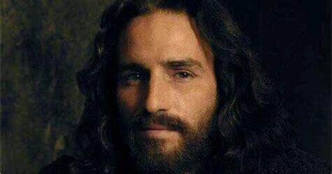 imagenes jesucristo triste devotion to the holy face of jesus jim caviezel as jesus
