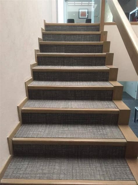 foto alfombra modular en escalera de decor style  habitissimo