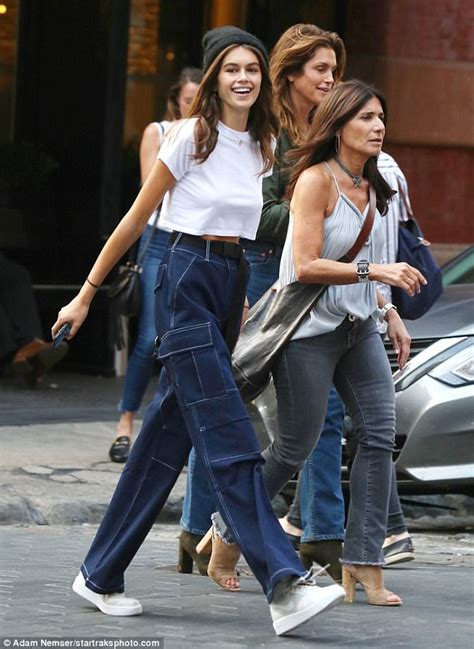 kaia gerber friends kaia gerber heads to dinner with mom cindy crawford