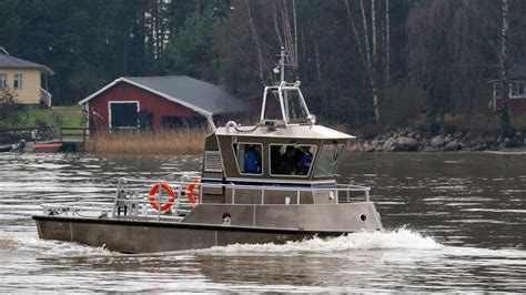 towing a boat into the us boom towing boat 8000 lamor