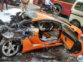 Lamborghini Owners In Delhi Lamborghini Gallardo Catches In Delhi Zigwheels