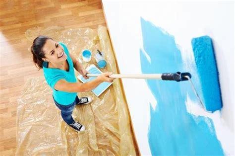 verniciare casa tinteggiare pareti e soffitto