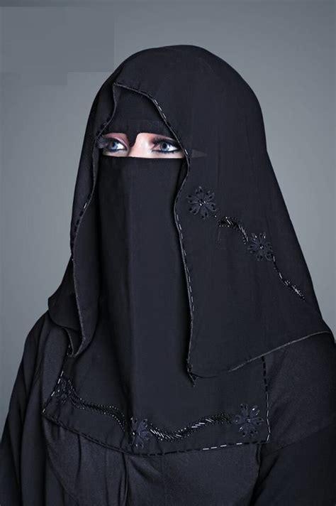 beautiful women islamic clothing abaya hijab 3e8da78625397c6e91bdb26388ddfa57 jpg 639 215 960 pixels