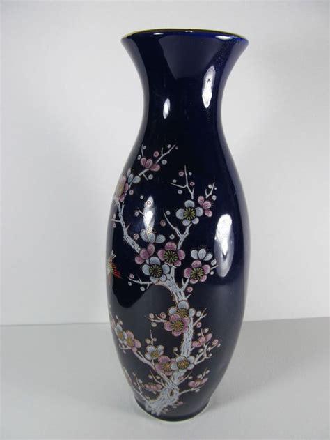 blue wallpaper vase flower accents decor on dark blue background vase accent