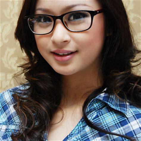tutorial bentuk alis untuk wajah bulat tips memilih kacamata yang sesuai dengan bentuk wajah