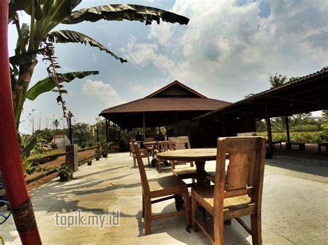 Meja Makan Jogja warung pak lanjar tempat kulineran jogja khas masakan jawa