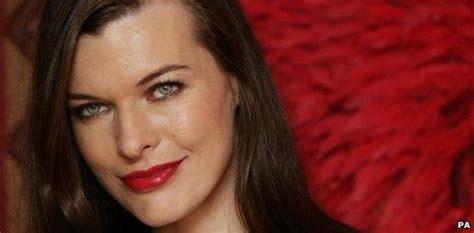 milla jovovich hawaii film resident evil star makes comeback bbc newsbeat