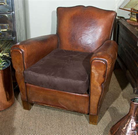 small leather club chair at 1stdibs