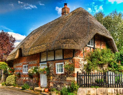 Famous Tree Houses 18 gorgeous english thatched cottages britain and