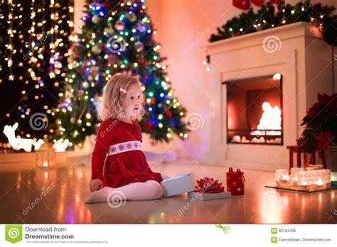 55 dreamy christmas living room d 233 cor ideas digsdigs christmas tree traditional living room best free