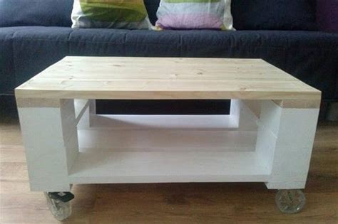 Diy Pallet Coffee Table Wheels Diy Pallet Coffee Table On Wheels