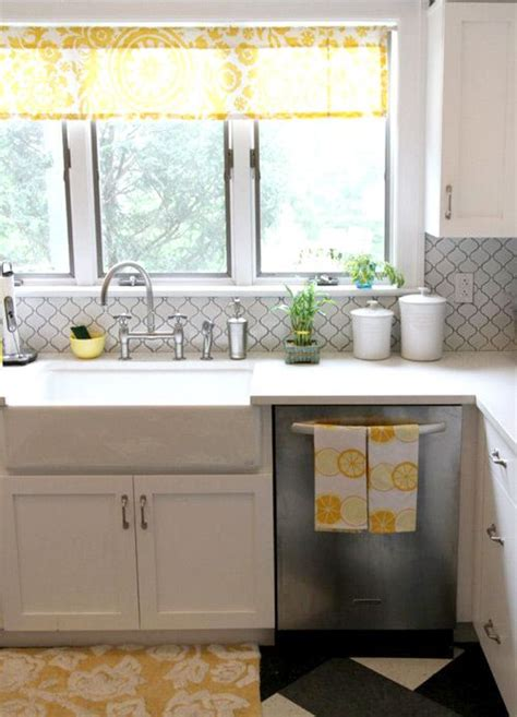 backsplash for yellow kitchen kitchens yellow and tile on pinterest