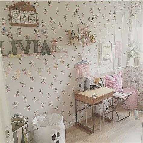 decorar dormitorio estilo romantico decorar con papel pintado un dormitorio infantil el pais
