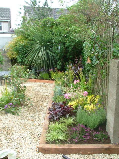small garden pebble and pretty planting donegan
