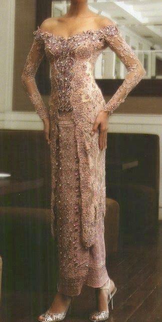 Sabrina Classic Fashion Wanita models the o jays and kebaya on