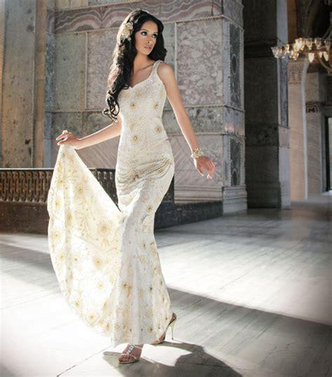 Haute Style Jump For Tones by Rochii De Mireasa Cu Pietre Mireasa Perfecta Ro
