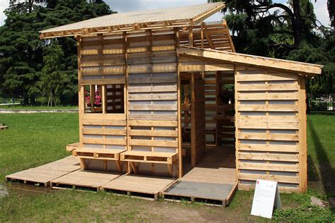 pallet house a house for refugees made from 100 shipping pallets co design business design