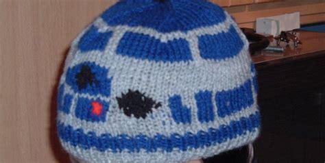 r2d2 hat knitting pattern 7 free geeky knitting patterns